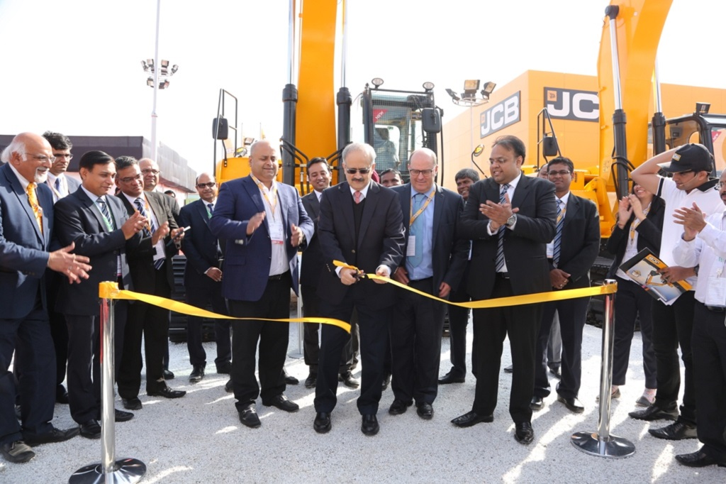 mr-vipin-sondhi-md-and-ceo-jcb-india-limited-at-the-launch-of-jcbs-biggest-excavator-in-india-bauma-conexpo-2016