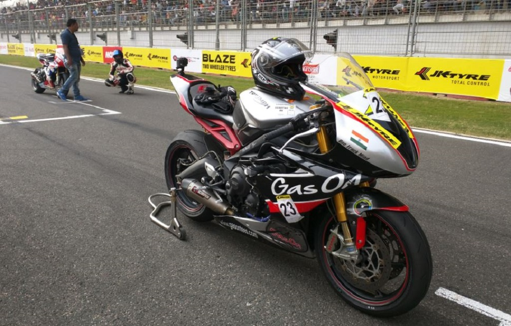 triumph-motorcycles-daytona-675r-supersports-ruled-the-tarmac-at-the-2nd-year-running-1