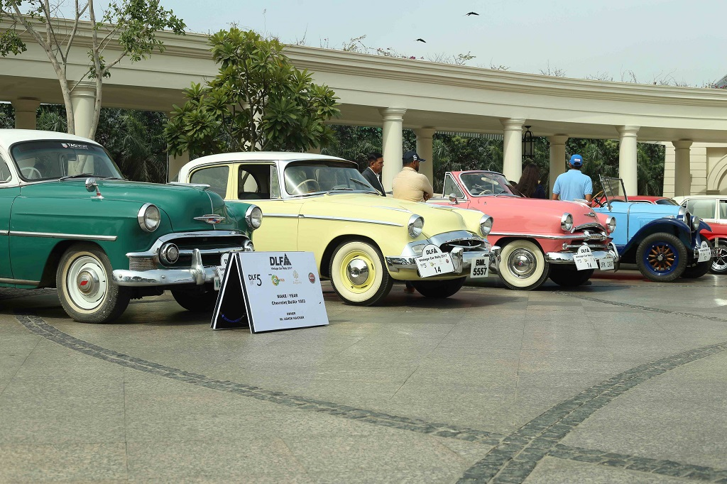 Spectacular vintage car rally across DLF properties held today ...