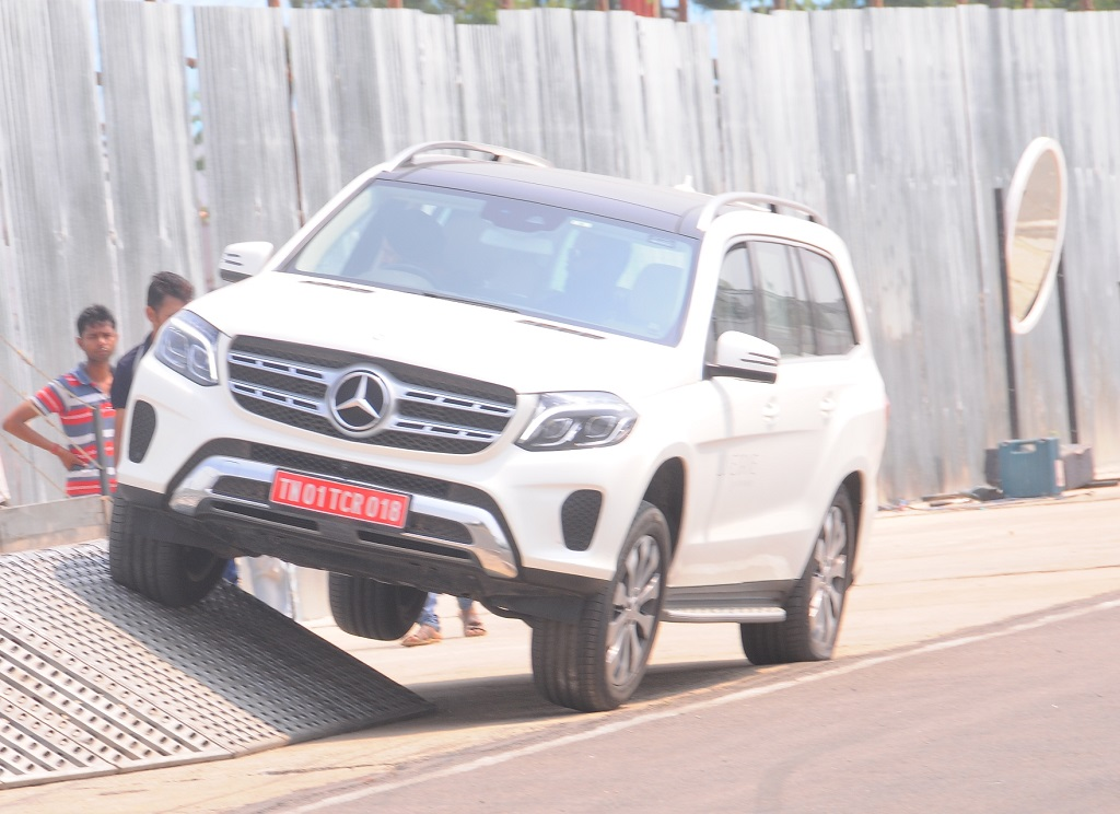 Mercedes benz luxe drive enthralls patrons in chennai over for Mercedes benz chennai